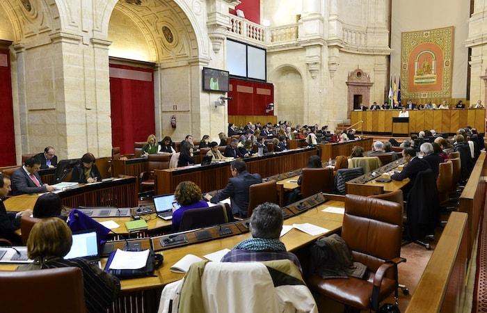 como se aprueban las leyes en andalucia